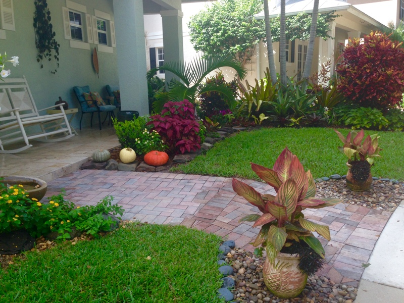Pin small front yard landscaping ideas pictures on pinterest for Small front yard ideas