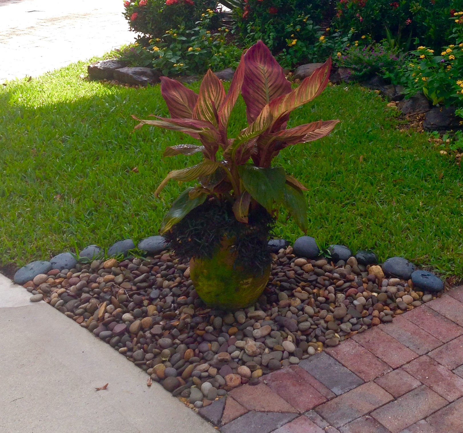 I make this blog free small front yard landscaping ideas for Small front garden landscaping